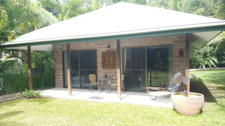 Pool Villa, Oak Beach-Pt Douglas