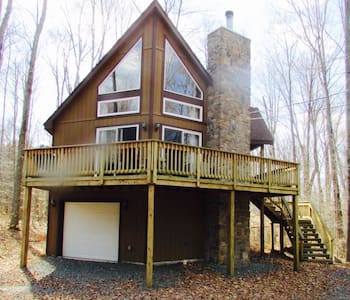 Our Upscale Chalet - Tobyhanna  - Дом