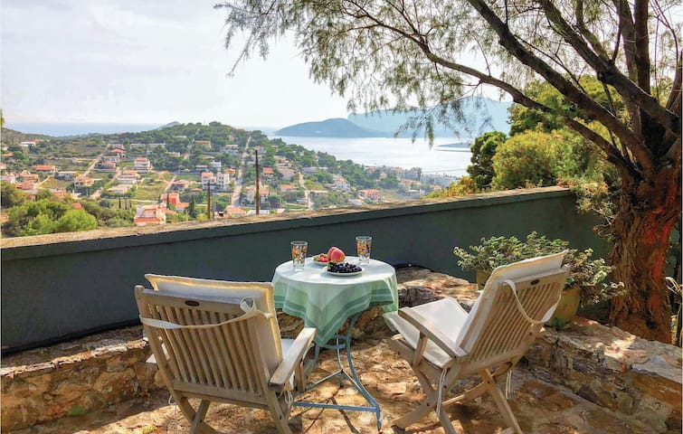 Holiday cottage with 4 bedrooms on 300m² in Porto Rafti