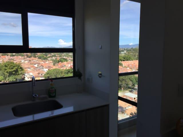 Vista panorámica apartamento nuevo confortable