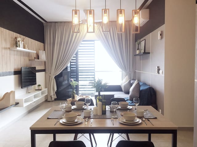 Modern Cosy Home for 8 pax (5 min to midvalley)