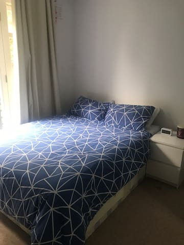 Lovely room in West Kensignton (Olympia)
