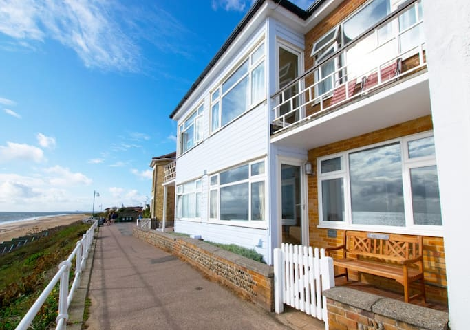 Flat 1 Beach House, 4 East Cliff