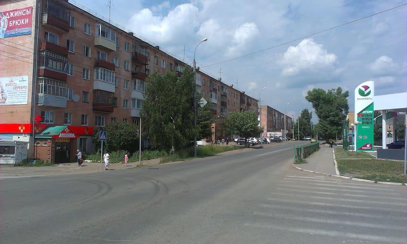 1-я квартира у автовокзала (На сутки, ночь, часы) - Votkinsk - Apartment