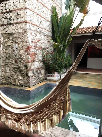 Beautiful large room, Queen bed, private bathroom - Cartagena - Gjestehus