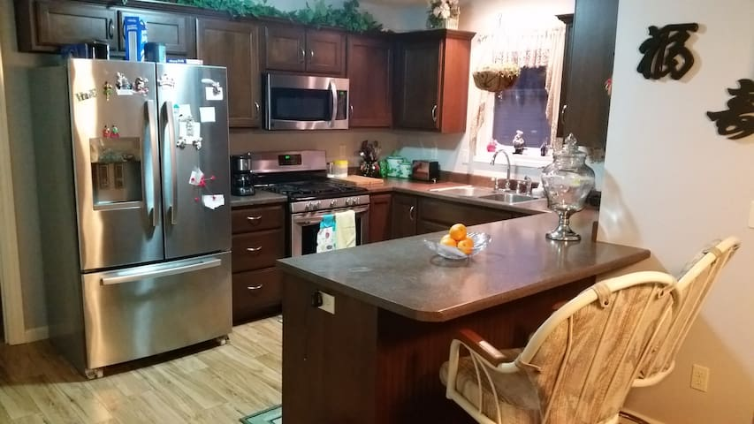 Beautiful and Budget Friendly! :-) - Fort Wayne - Bed & Breakfast