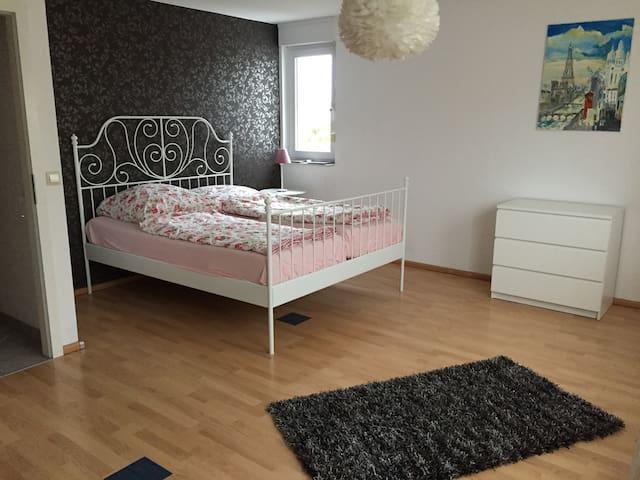 Wunderschönes helles Zimmer direkt am Main - Hochheim am Main