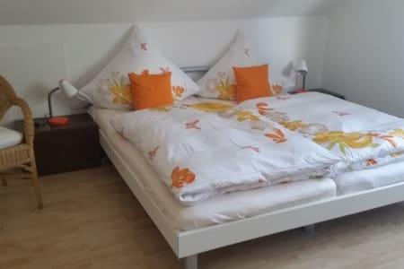 Gemütliches Zimmer mit Terrasse - Bad Saulgau - Huis