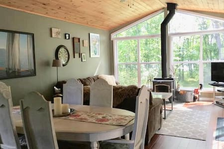 Lakefront Cozy Cottage only 2.5hrs from T.O - Dunchurch - Blockhütte