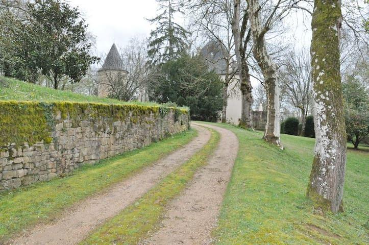 Château de Péret - Lissac-et-Mouret