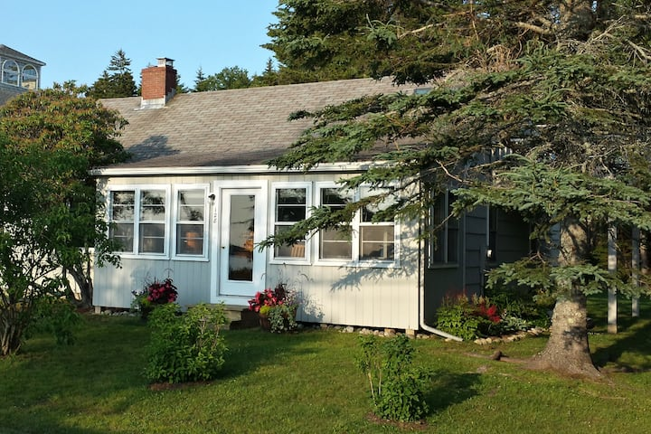 SeaView Cottage on Pemaquid Trail