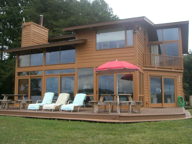 Pop's Lake House