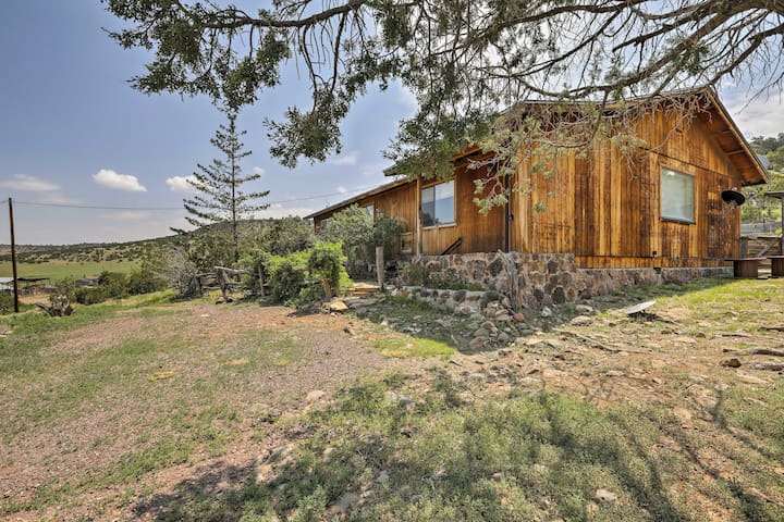 Peaceful Ranch Cabin w/ Scenic Views, 6 Mi to Town