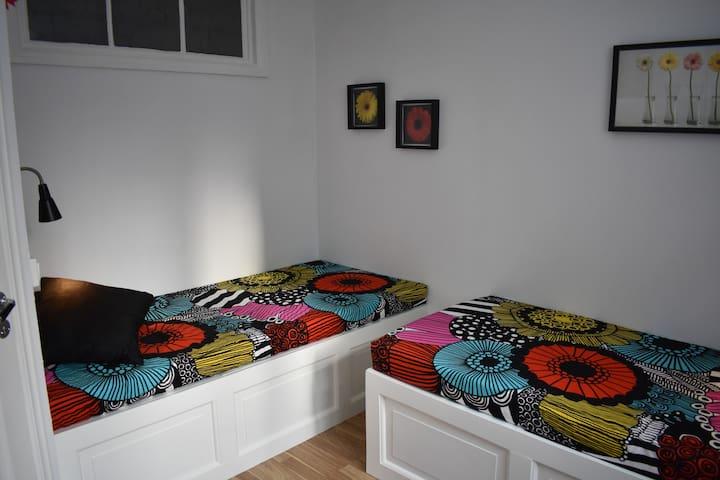 Bedroom 2: two 90 cm beds
