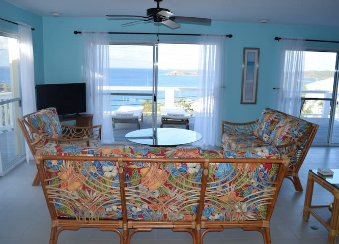 Jayhawk Villa - walk to Secret Harbour Beach