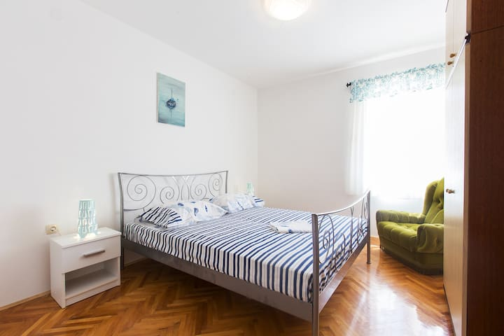 Apartments San - 3Bedroom Ap. with Sea View (A2)