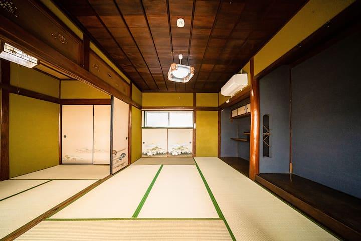 2F寝室は襖で2部屋に分けることも可能です