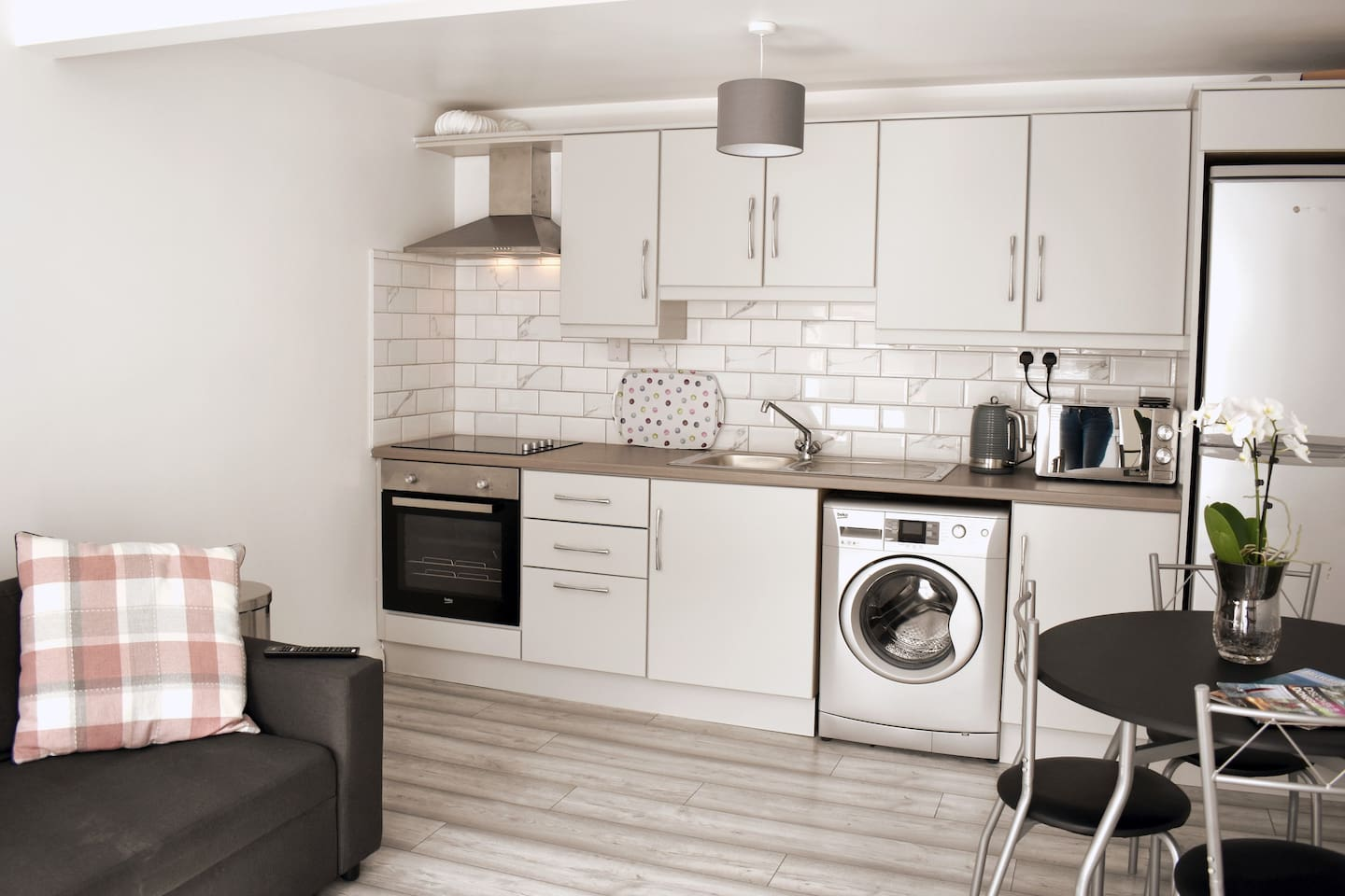 Home from home! You have access to this fully fitted & functional kitchen space in this charming ground-floor apartment. Everything that you could need to prepare a beautiful meal, or enjoy some take away from one of the fantastic local restaurants.