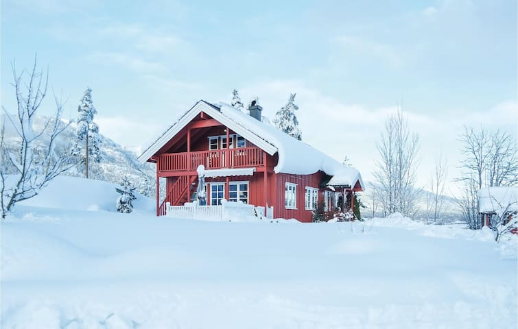 Holiday cottage with 3 bedrooms on 121 m² in Bø i Telemark