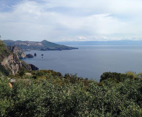 Panoramic Retreat in Private Estate - Lipari - Cabaña