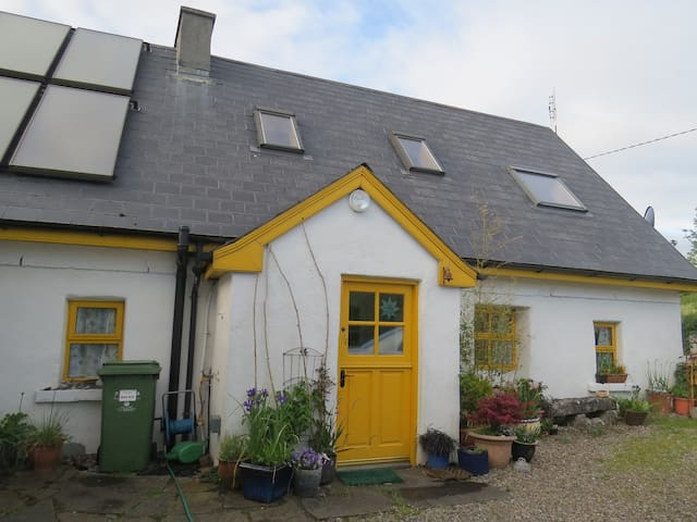 Comfortable cottage on Galway Bay - Kilcolgan - บ้าน