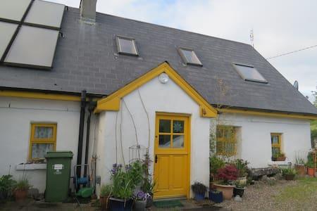 Comfortable cottage on Galway Bay - Kilcolgan - Hus