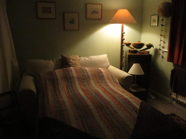 Double Room: Hungerford centre a short walk away!