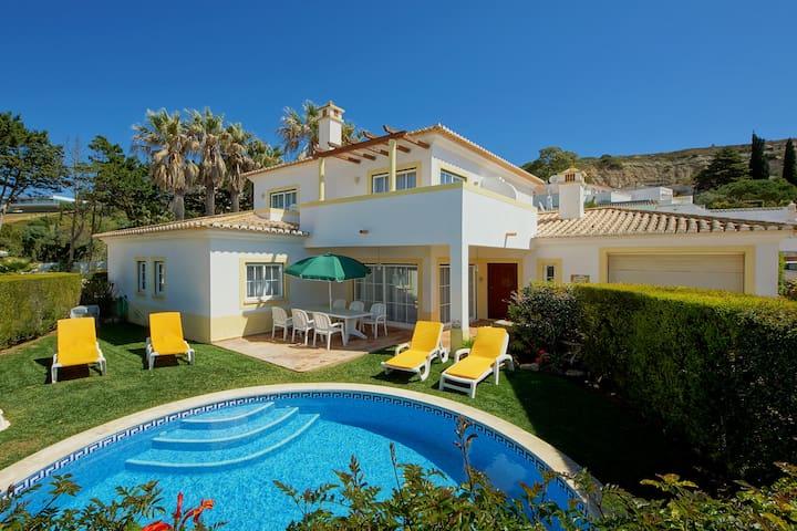 Jardim Secreto - only 5 min walk to the beach! - Luz - Haus