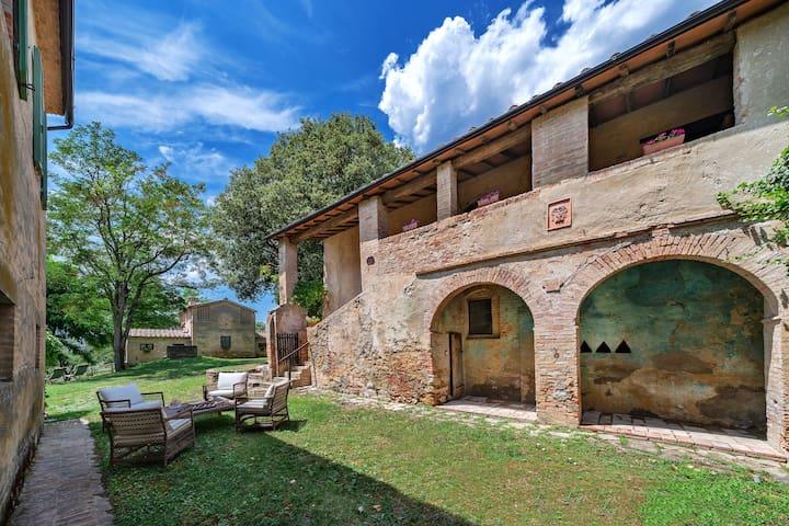 Borgo Castelrotto -  villa in Orcia Valley 9 bdrs