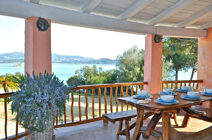 Sardinia Villa on the beach 10 pax - Cannigione - Hus