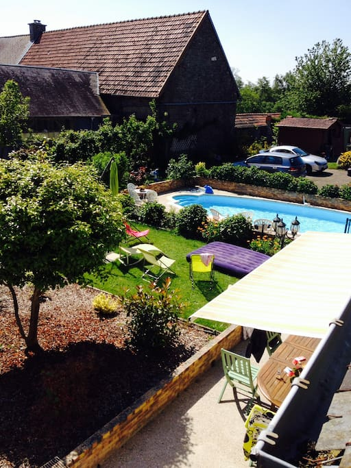 Le jardin avec sa piscine/the garden with the swimming pool
