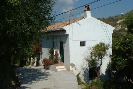 Organic Farmhouse - La Fabrica - Restábal