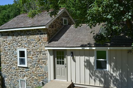 Renovated Historic Spring Cottage - Chester Springs - Haus
