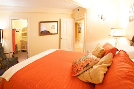 "Derby Private Room with Breakfast! ""Orange"" - Oldham County - Bed & Breakfast"