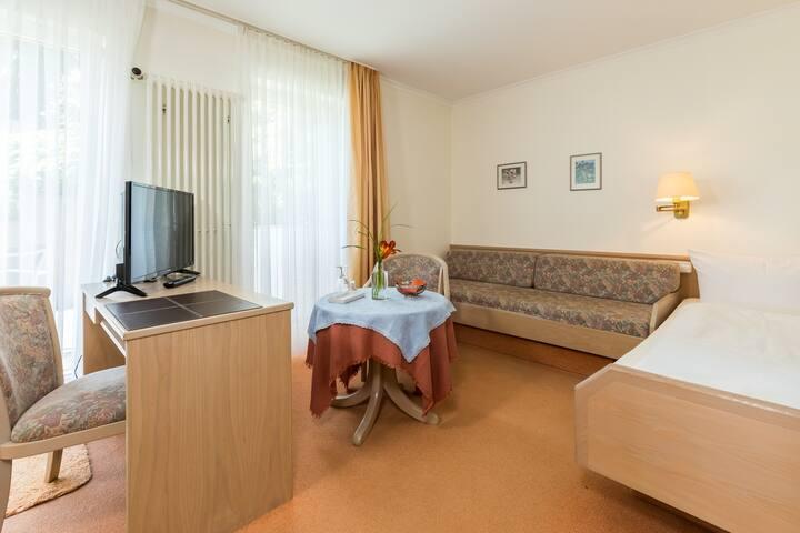 Gästehaus Anita, (Gailingen am Hochrhein), Einzelzimmer 5 mit Dusche und WC