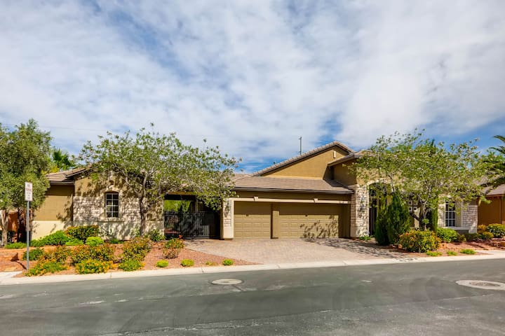 Single Story Oasis with Casita Near Strip - Las Vegas - Villa