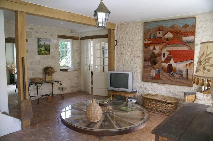 '' La Ferme de Montmatre'' - Moret-sur-Loing - Dům