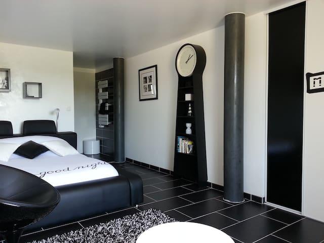"LA BOURGONNAISE Chambre d'Hôte ""Urban"" - Saint-Martin-de-Salencey - Bed & Breakfast"