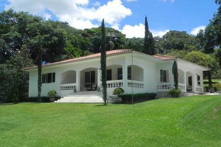 Casa Campo Luxo - proxima Aeroporto Confins - Cabana