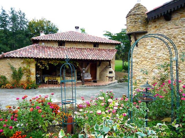 Moulin du 16iéme siécle - Aulon - Villa