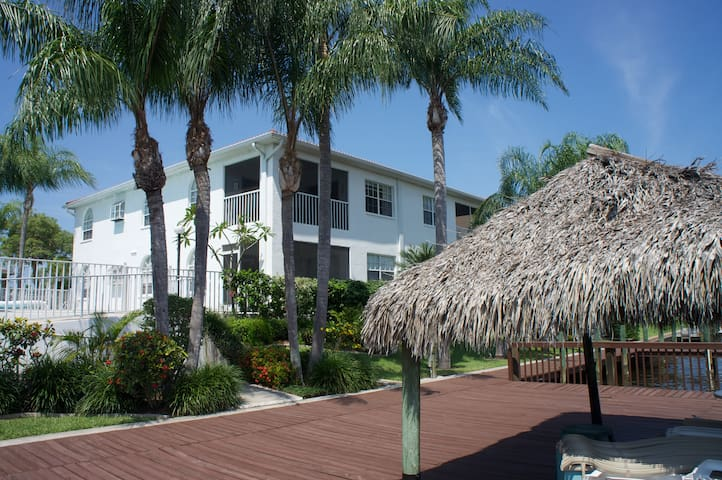 Waterfront 2-bedroom vacation condo - Cape Coral - Huoneisto