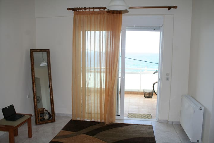 Studio near the beach with sea view - Réthimno