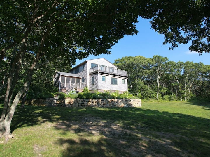 Modern Aquinnah home close to the beach- 5 beds