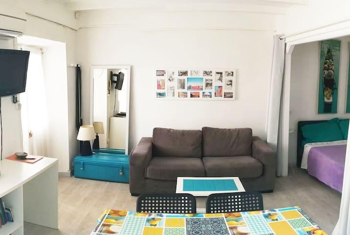 32 m2 Nice port rue Bonaparte, calme coté cour