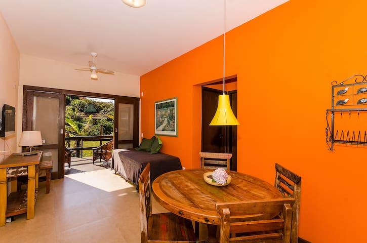 Sala de estar com a deliciosa varanda.