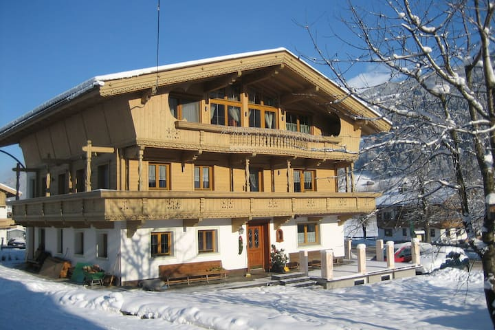 Splendid Apartment in Aschau im Zillertal with Garden