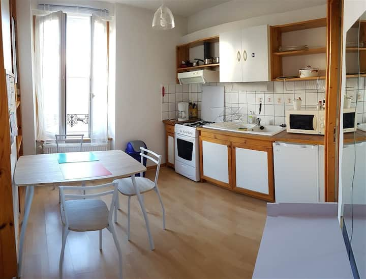 STUDIO  24m² CENTRE VICHY – WIFI