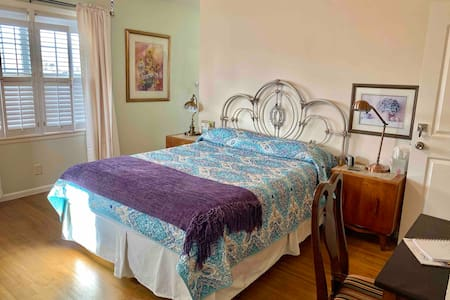 Garden City-Queen Bed, Private En-suite Bath