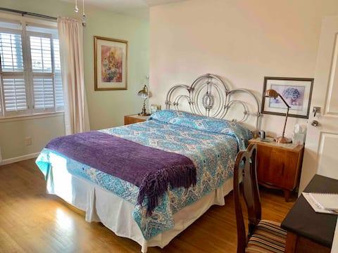 Garden City-Queen Bed, Private En-suite Bath