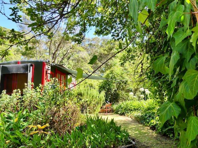 Glamping - Romantic Gypsy Caravan w/ Outdoor Bath